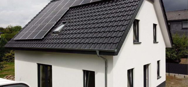 Perfekte Kombi – Wärmepumpe mit Photovoltaik und Batteriespeicher im Neubau